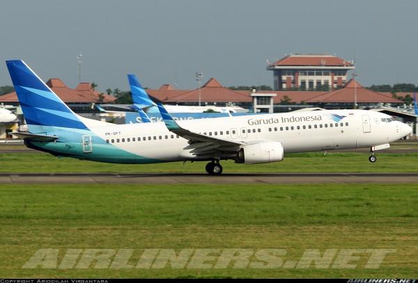 """Boeing 737-800 Garuda Indonesia """"SukseskanVaksinasi"""" PK-GFT Scale 1/400"""