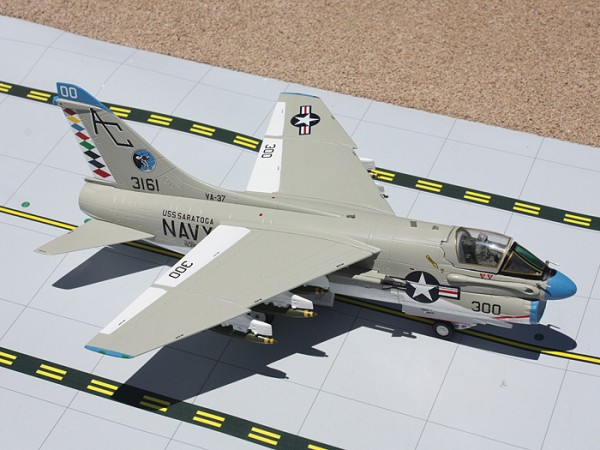 "Ling-Temco-Vought A-7 Corsair II United States Navy (USN) ""Raging Bulls"" Scale 1/72"