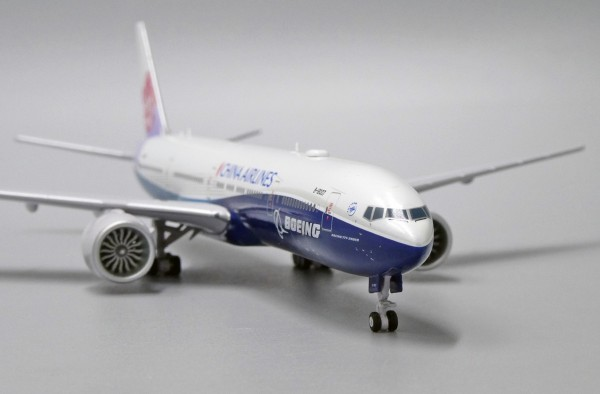 """Boeing 777-300ER China Airlines """"Dreamliner Livery"""" B-18007 Scale 1/400"""