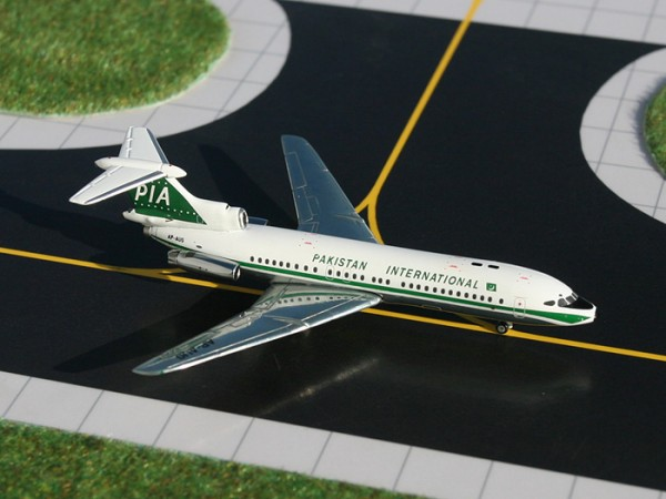 Hawker Siddeley Trident 1E Pakistan International Airlines AP-AUG Scale 1/400