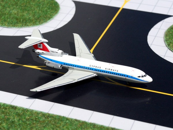 Hawker-Siddeley Trident 2E Cyprus Airways 5B-DAB Scale 1/400