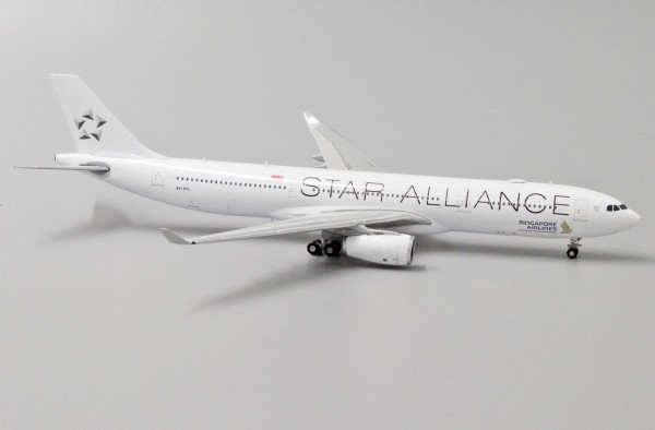 """Airbus A330-300 Singapore Airlines """"Star Alliance Livery"""" 9V-STU Scale 1/400"""