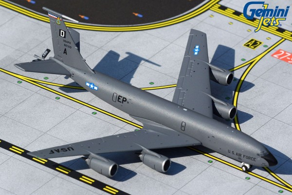 Boeing KC-135 Stratotanker U.S. Air Force Mildenhall Scale 1/400