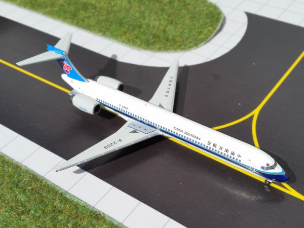McDonnell Douglas MD-90 China Southern Airlines Scale 1/400