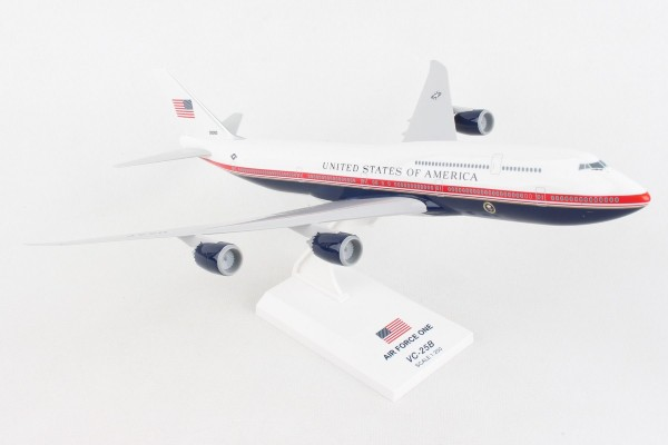 Boeing 747-8 (VC-25b) Air Force One New livery Scale 1/250