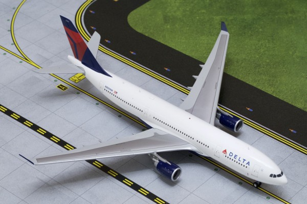 Airbus A330-200 Delta Air Lines N860NW Scale 1/200
