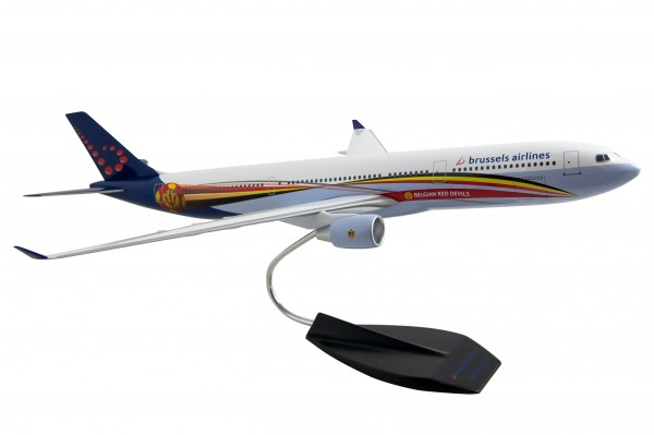 """Airbus A330-300 SN Brussels Airlines """"Red Devils"""" Scale/Maßstab 1:120"""
