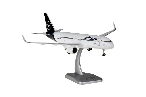 Airbus A320-200 Lufthansa New Livery D-AIZW Scale 1:200 w/G