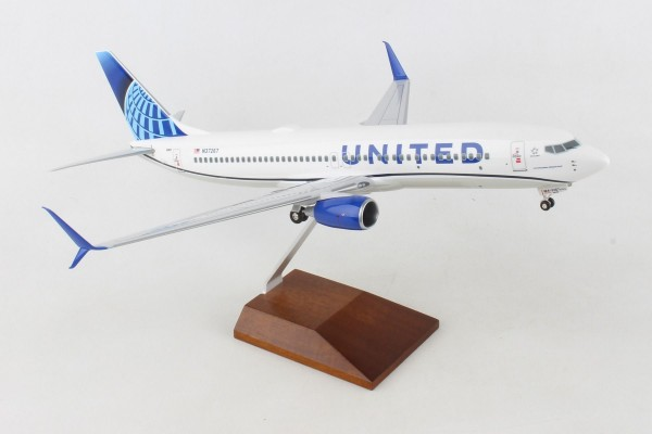 Boeing 737-800 United Airlines NL Scale 1/100 w/Gear