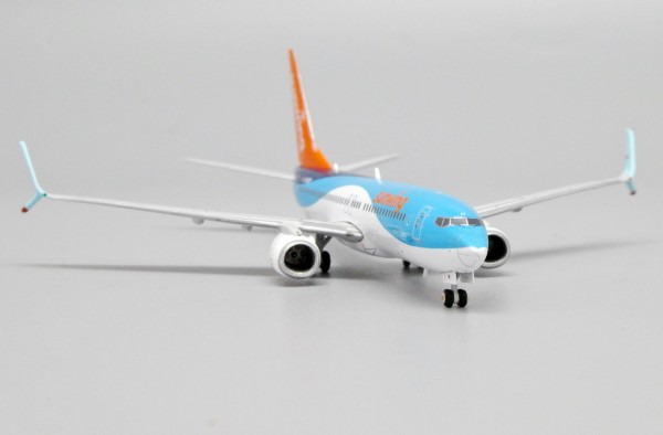 Boeing 737-800 Sunwing Airlines G-FDZY Scale 1/400