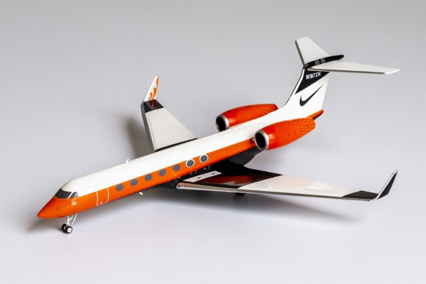 """Gulfstream G550 """"NIKE 2013's livery"""" N1972N Scale 1/200"""