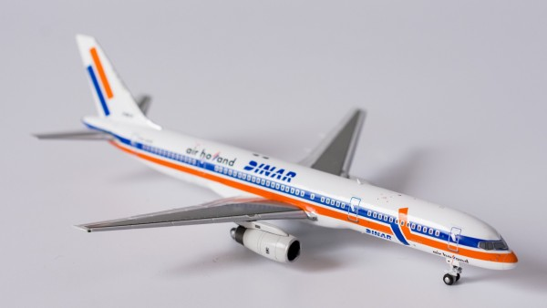 """Boeing 757-200 Air Holland with """"DINAR"""" icon PH-AHE Scale 1/400"""
