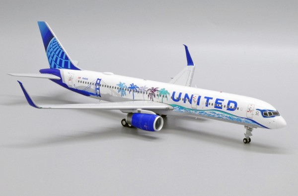 """Boeing 757-200 United Airlines """"Her Art Here - California Livery) N14106 Scale 1/200"""
