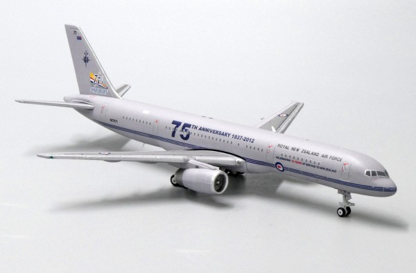 """Boeing 757-200 Royal New Zealand Air Force """"75th Anniversary"""" NZ7571 Scale 1/400"""