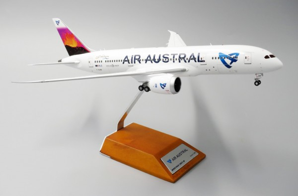 Boeing 787-8 Air Austral F-OLRB Scale 1/200