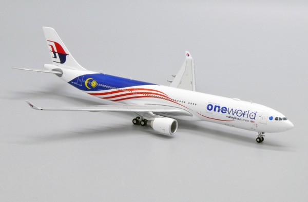 """Airbus A330-300 Malaysia Airlines """"OneWorld Livery"""" 9M-MTE Scale 1/400"""