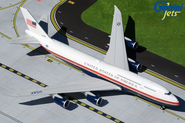 "Boeing 747-8 U.S. Air Force One ""proposed new livery"" 30000 Scale 1/200"