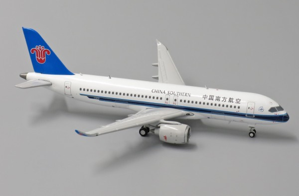 COMAC C919 with Antenna China Southern Scale 1/400
