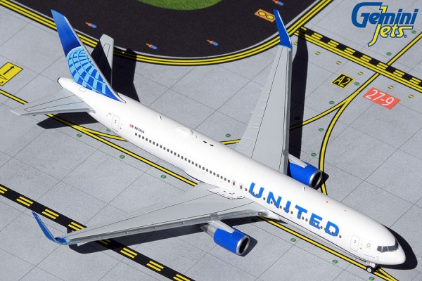 Boeing 767-300ER United Airlines new livery N676UA Scale 1/400