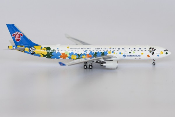 """Airbus A330-300 China Southern Airlines """"China International Import Expo"""" B-5940 Scale 1/400"""