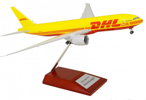 Boeing 777-200F DHL with wood stand Scale 1:200 w/G