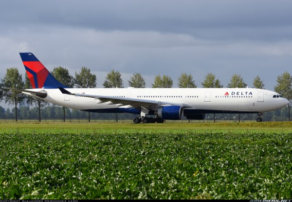 Airbus A330-300 Delta Air Lines N806NW Scale 1/400