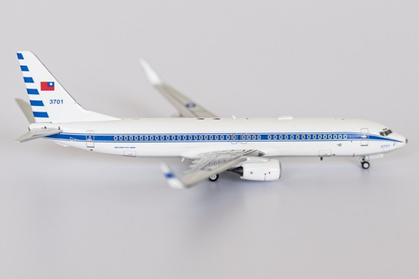 Boeing 737-800 Taiwan Air Force 3701 Scale 1/400
