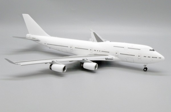 """Boeing 747-400 with RR engines """"Blank"""" Flaps Down Version Scale 1/200"""
