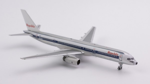 """Boeing 757-200 Republic Airlines """"NW scheme; white tail"""" N605RC Scale 1/400"""