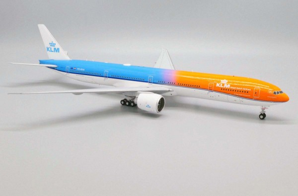 "Boeing 777-300ER KLM ""Orange Pride"" PH-BVA Scale 1/200"