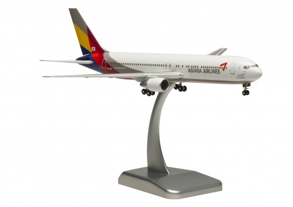 Boeing 767-300ER Asiana Airlines HL7248 Scale 1:200