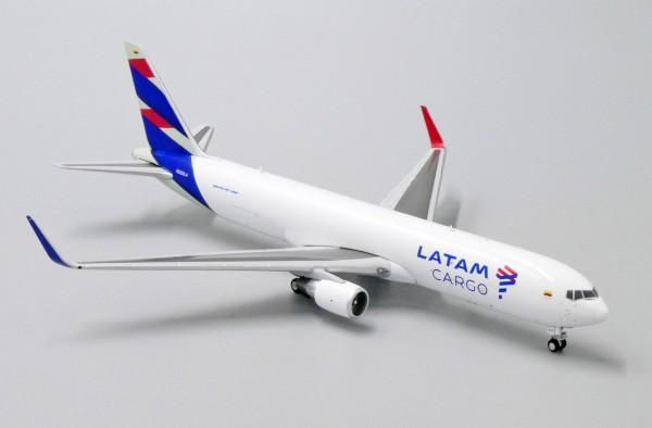 Boeing 767-300F LATAM Cargo N532LA Scale 1/400