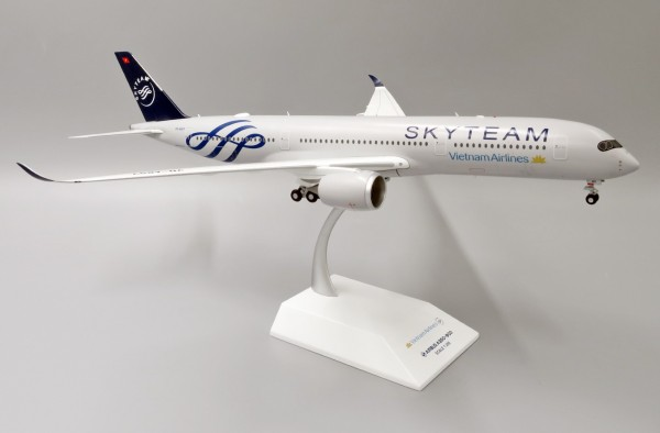 """Airbus A350-900XWB Vietnam Airlines """"SkyTeam Livery"""" VN-A897 Scale 1/200"""