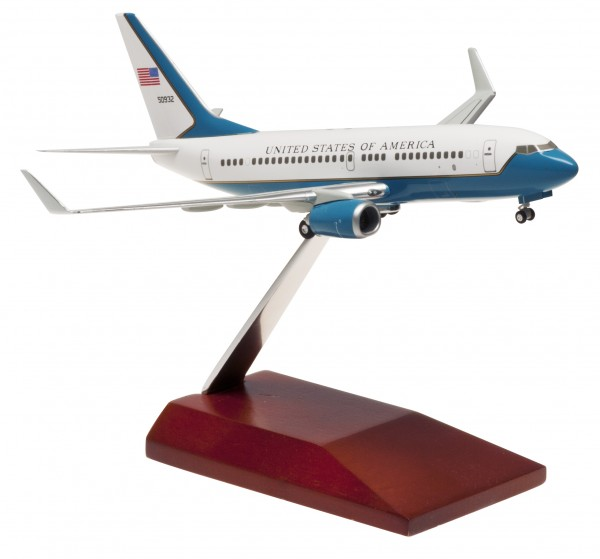 Boeing 737-700WW US Air Force with wooden stand (ASSEMBLED) 50932 Scale 1:200