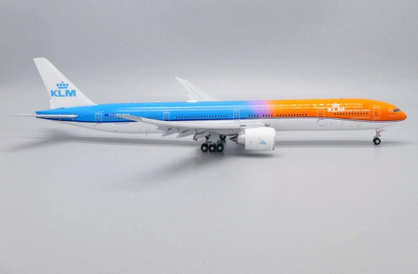 "Boeing 777-300ER KLM ""Orange Pride"" Flaps Down Version PH-BVA Scale 1/200"