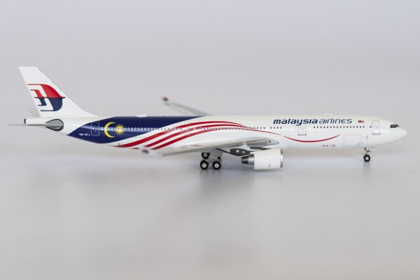 "Airbus A330-300 Malaysia Airlines ""Negaraku Livery"" 9M-MTJ Scale 1/400"