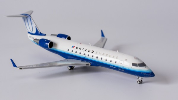 """Bombardier CRJ-200LR United Express """"Blue tulup"""" livery N923SW Scale 1/200"""