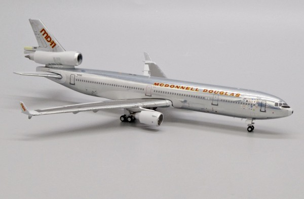 """McDonnell Douglas MD-11 """"House Color"""" N111MD Scale 1/400"""