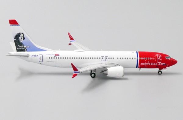 "Boeing 737-MAX8 Norwegian ""Oscar Wilde Livery"" LN-BKA Scale 1/400"