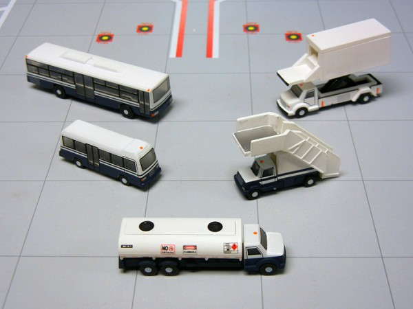 Airport Service Vehicles GeminiJets Scale 1/200