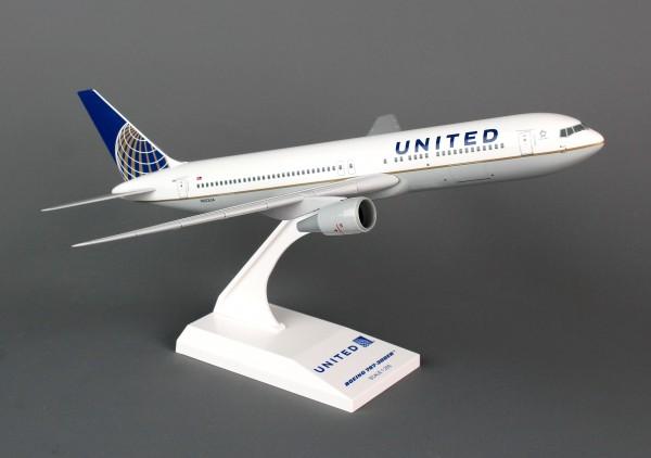 Boeing 767-300 United Airlines N652UA Scale 1/200