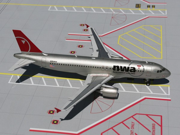 Airbus A320-200 Northwest Airlines N354NW Scale 1/200