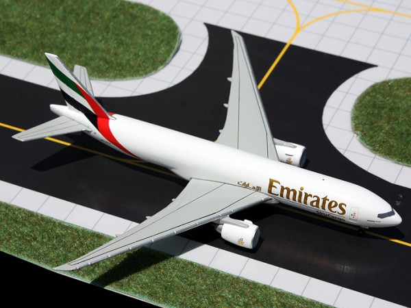 Boeing 777-200LRF Emirates Sky Cargo A6-EFF Scale 1/400
