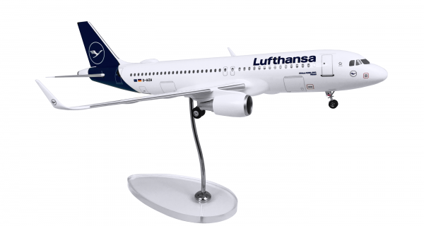 Airbus A320 Lufthansa New Livery D-AIZW Scale 1:100 w/G
