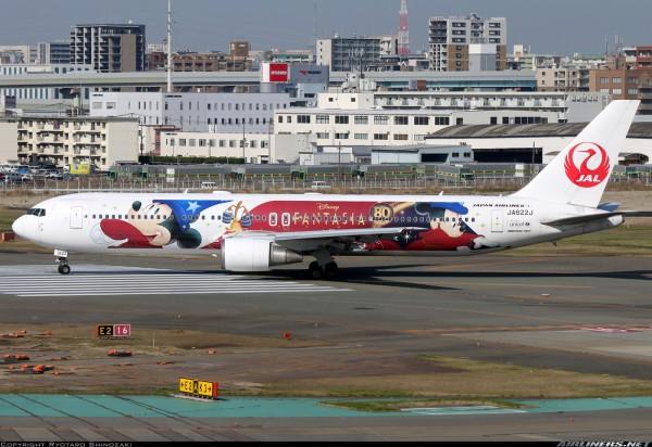"""Boeing 767-300ER Japan Airlines """"Disney Fantasia Livery"""" JA622J Scale 1/200"""