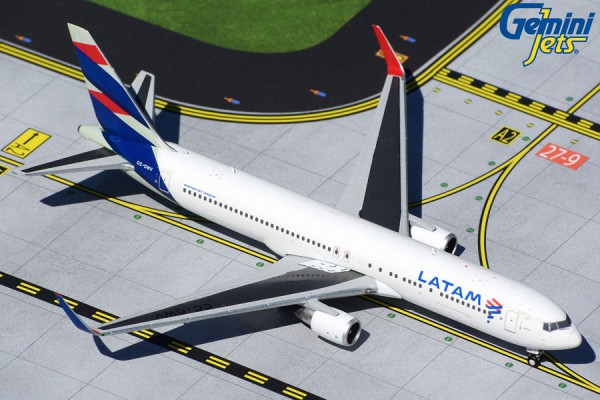 Boeing 767-300ER LATAM Scale 1/400
