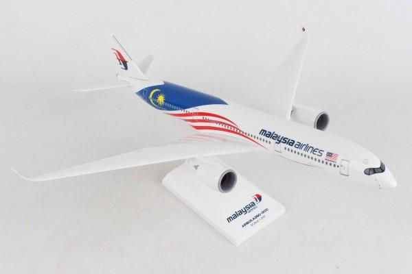 "Airbus A350-900 Malaysia Airlines ""Negaraku livery"" 9M-MAC Scale 1/200"