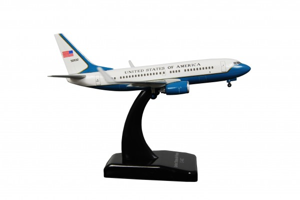 Boeing 737-700 US Air Force (C-40C) Scale 1:400
