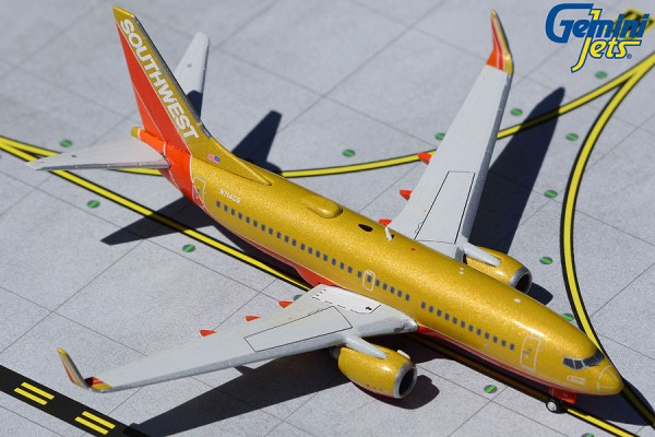 """Boeing 737-700 Southwest Airlines """"Southwest Classic"""" N714CB Scale 1/400"""