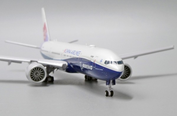 """Boeing 777-300ER China Airlines """"Dreamliner Livery"""" Flaps Down Version B-18007 Scale 1/400"""